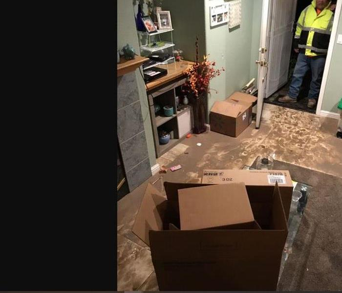Muddy Livingroom with boxes in the middle of the room